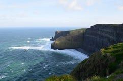 Galway Podpalane i Nadzwyczajne falezy Moher w Irlandia Obraz Royalty Free