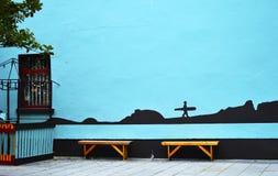 Galway-Straßenansicht Eine Wand mit blauer Malerei Stockbilder