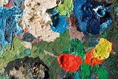 Gama de colores de los artistas con la pintura de petróleo mezclada imágenes de archivo libres de regalías
