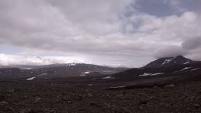 Gama del volcán de Mutnovsky en Kamchatka almacen de video