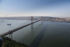 Gama van Vasco DA brug bij schemer Royalty-vrije Stock Fotografie
