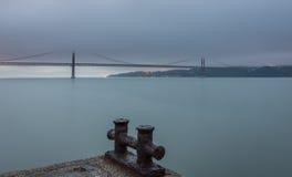 Gama van Vasco DA brug bij schemer Royalty-vrije Stock Afbeelding