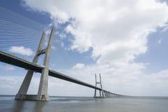 Gama van Vasco DA brug in Lissabon royalty-vrije stock afbeeldingen
