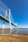 Мост Gama Vasco da (Gama) Ponte Vasco da, Лиссабон Стоковое фото RF