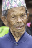 Gamal man av Patan, Nepal arkivfoto