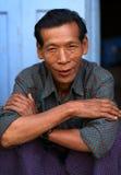Gamal man i Mandalay Royaltyfri Fotografi