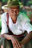 Gamal man i Mandalay Arkivfoton