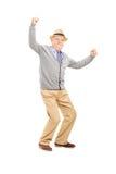 Gamal man som gör en gest lycka royaltyfria bilder