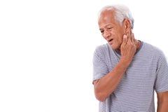Gamal manlidande från halsmuskelinflammation eller skada royaltyfria foton