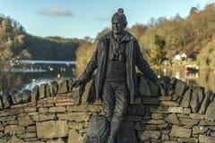 Gamal manstaty på Loch Lomond Arkivfoto