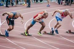 Gamala mäns start på 100 meter Fotografering för Bildbyråer