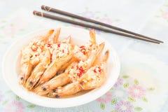Gamba cocinada con el chile y el ajo en el top Foto de archivo libre de regalías