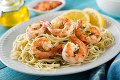 Gambas del camarón con espaguetis Imágenes de archivo libres de regalías