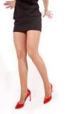 Gambe con le alte scarpe della collina, isolate Immagine Stock