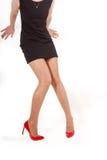 Gambe con le alte scarpe della collina, isolate Fotografia Stock