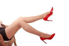 Gambe con le alte scarpe della collina, isolate Fotografie Stock Libere da Diritti
