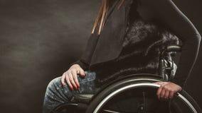 Gambe del disabile immagini stock