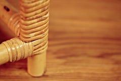 Gambe della sedia con il fondo legnoso di struttura Fotografia Stock Libera da Diritti