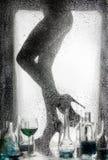 Gambe di bella ragazza nuda