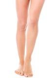 Gambe femminili esili di bellezza, isolate Immagini Stock Libere da Diritti