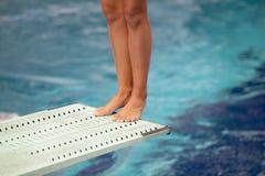 Gambe su un bordo di immersione subacquea Fotografie Stock Libere da Diritti