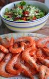 Gamben und Salat Stockfotos