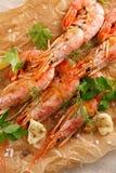 Gamberetti arrostiti con la spezia, l'aglio ed il limone Frutti di mare arrostiti Vista superiore fotografie stock libere da diritti