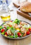 Gamberetti con l'insalata di razzo e del mais Immagine Stock Libera da Diritti