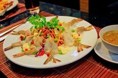 Gamberetti crudi in salsa di pesce piccante e salsa di frutti di mare Immagini Stock