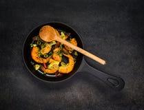 Gamberetti cucinati in pentola Immagine Stock Libera da Diritti