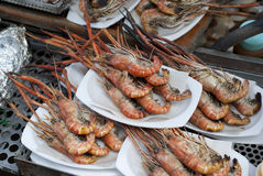 Gamberetti del barbecue dal mercato di galleggiamento di Ampawa, Tailandia Fotografia Stock Libera da Diritti