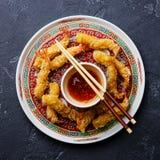 Gamberetti della tempura con salsa fotografia stock