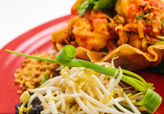 Gamberetti e verdure fritti in pagnotta croccante Immagine Stock Libera da Diritti