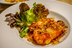 Gamberetti fritti in grasso bollente con la salsa del tamarindo Immagine Stock