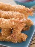 Gamberetti giapponesi impanati fritti nel grasso bollente della tigre con Miri immagini stock