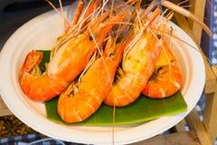 Gamberetto arrostito ed ustione con le salse di frutti di mare, fotografia stock
