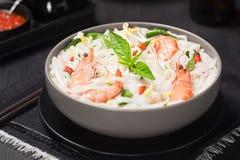 Gamberetto asiatico Basil Chili Noodle Soup Fotografie Stock Libere da Diritti