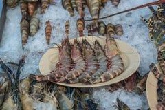 Gamberetto crudo fresco al mercato tailandese dei frutti di mare Immagini Stock Libere da Diritti