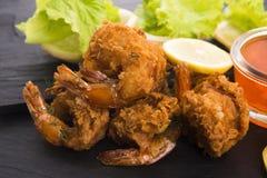 Gamberetto della tigre fritto in tempura con le verdure fotografia stock libera da diritti
