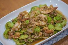 Gamberetto e pasta fritti del gamberetto con l'alimento tailandese indigeno di Speciosa di Parkia fotografia stock