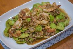 Gamberetto e pasta fritti del gamberetto con l'alimento tailandese indigeno di Speciosa di Parkia immagini stock
