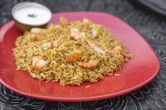 Gamberetto indiano tradizionale Biryani dell'alimento con riso Fotografia Stock