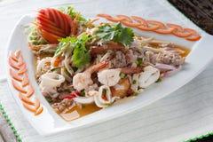 Gamberetto misto, calamaro, insalata piccante della carne di maiale, alimenti tailandesi Fotografia Stock