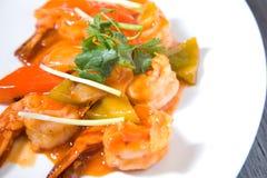Gamberetto in salsa asiatica acida dolce Fotografie Stock Libere da Diritti