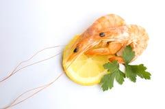 Gambero fresco con il limone Fotografie Stock Libere da Diritti