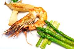 Gambero fritto con asparago fotografia stock libera da diritti