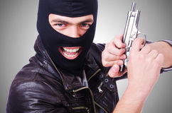 Gamberro joven con el arma aislado en blanco Imagen de archivo libre de regalías