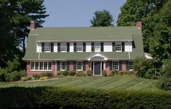 gambrel被顶房顶的房子大 库存照片
