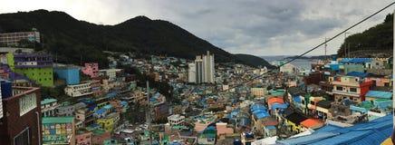 Gamcheon有部分seaview的文化村庄全景  免版税图库摄影