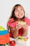 Gamelle emballée saine pour la fille d'école primaire image libre de droits